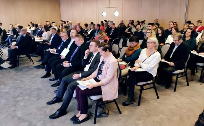 """Pokaż zdjęcie: Uczestnicy V Małopolskiej Konferencji """"Międzyinstytucjonalna współpraca w obszarze osób z niepełnosprawnościami"""""""